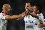 Corinthians vence San José por 3-0 e apura-se em primeiro lugar