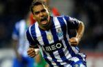 OFICIAL: Carlos Eduardo assina pelo Al-Hilal