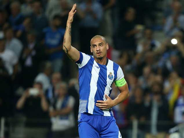 Maicon processa FC Porto
