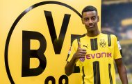OFICIAL: Alexander Isak assina pelo Borussia Dortmund
