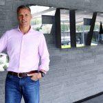 Van Basten propõe o fim da regra fora-de-jogo