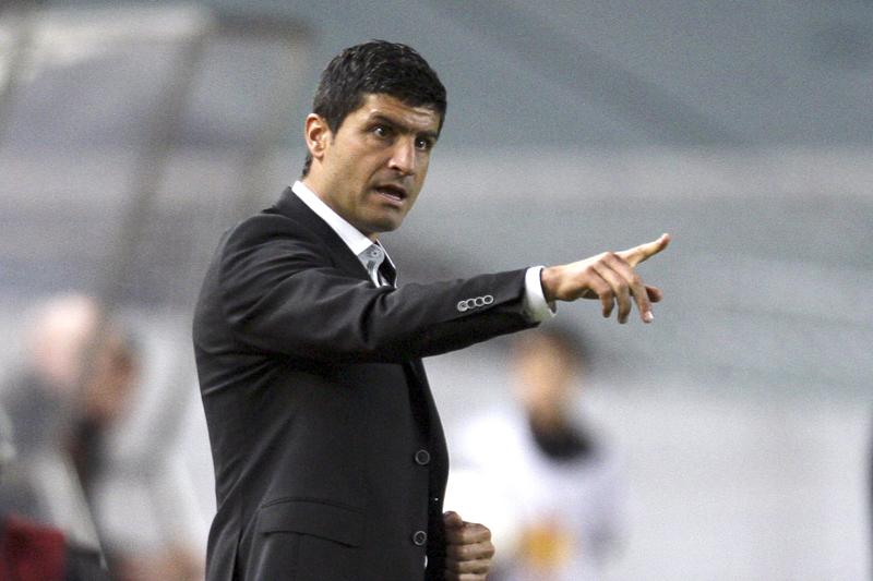 Pedro Emanuel continua à frente do Estoril