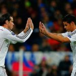 James Rodriguez e Gareth Bale perto do Manchester United