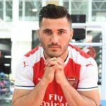 OFICIAL: Sead Kolasinac é reforço do Arsenal
