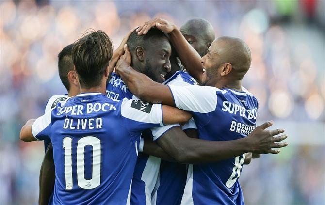 Porto bate Estoril por 4-0