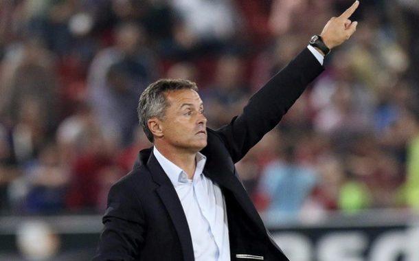 Villarreal despede treinador