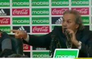 Vídeo: Rabah Madjer perde a compostura em conferência de imprensa