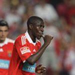 Sem futuro na China, Ramires negocia salário para regressar a Portugal.