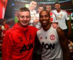 OFICIAL: Ashley Young renova com o Manchester United