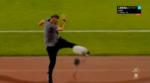 VÍDEO: Treinador atira garrafa a árbitro e pontapeia microfone
